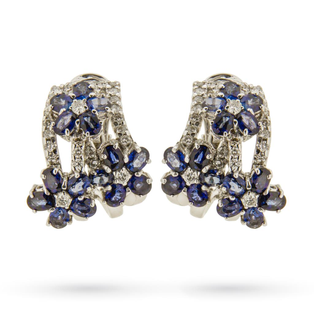 Orecchini in oro bianco con fiori di zaffiri blu e diamanti -