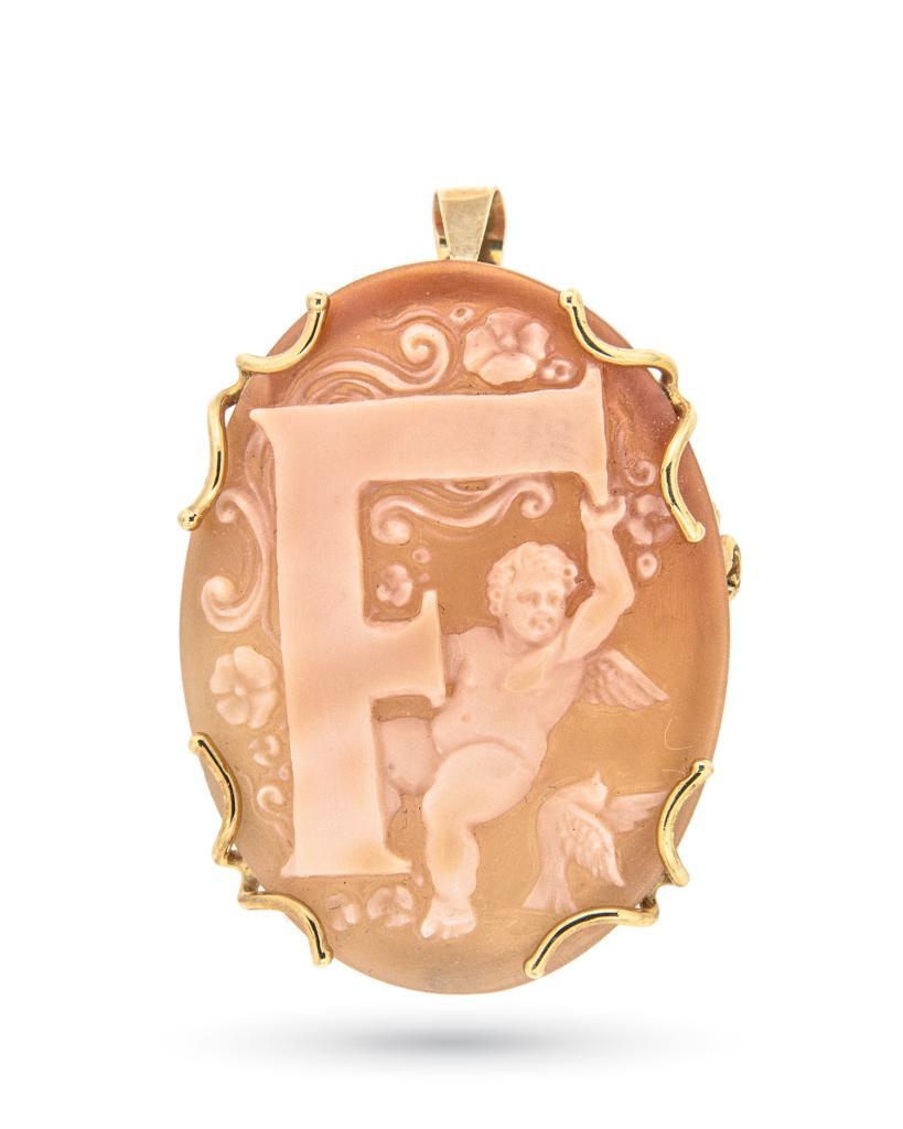 Ciondolo spilla con cammeo inciso con lettera F in oro giallo - UNBRANDED