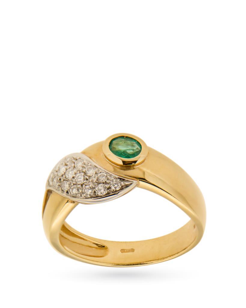 Anello in oro con smeraldo ovale e foglia di diamanti - UNBRANDED